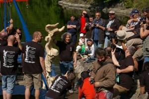 Těsně před křtem sochy